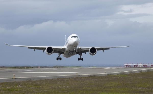 视频:空客A350飞机进行大侧风飞行测试