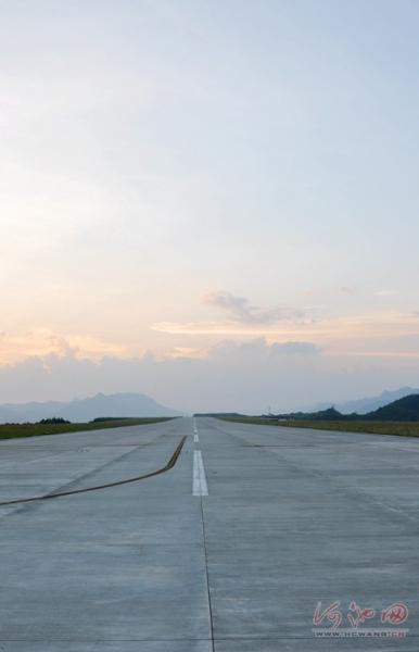 """""""山顶机场""""8月28日首航 重庆海口开航首选地"""