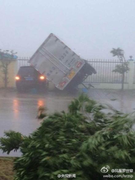 """超强台风""""威马逊""""发威 海南航线全部停飞"""