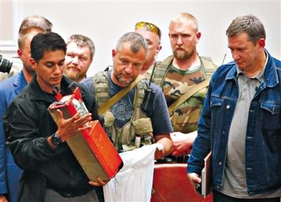 英国接手破解MH17黑匣子 遗体辨认或持续数月