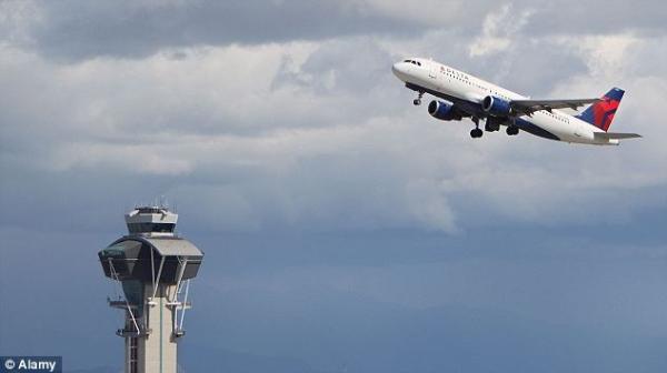 美国客机上错滑行道 塔台提醒反遭机长大骂