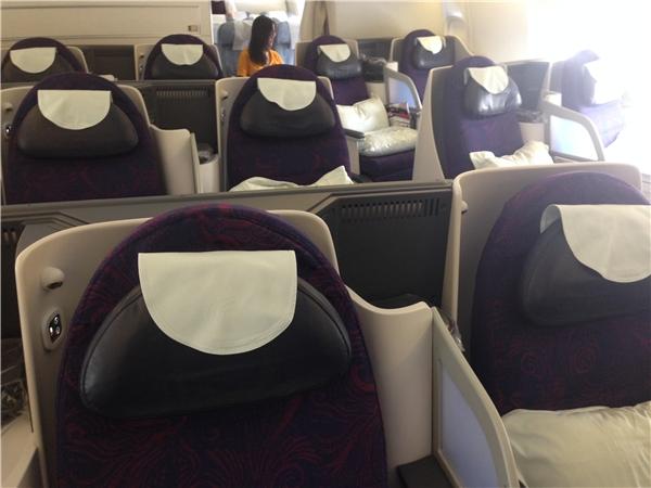 我们乘坐国航ca933航班商务舱从北京飞往巴黎,飞行时间约10小时.