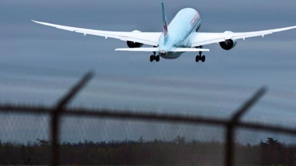 寻夫心切 加拿大女子翻铁网闯机场欲拦飞机