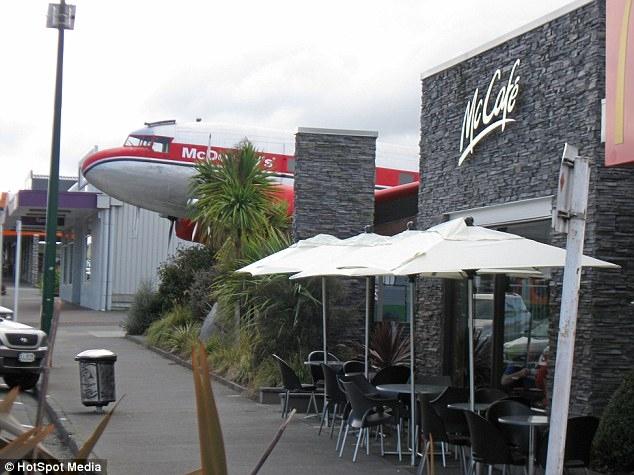 -->   图:新西兰陶波市唯一一家把退役飞机作为店面的一部分的麦当劳,因此而享有盛名。 -->   图:新西兰陶波市唯一一家把退役飞机作为店面的一部分的麦当劳,因此而享有盛名。 -->   图:新西兰陶波市唯一一家把退役飞机作为店面的一部分的麦当劳,因此而享有盛名。 -->   图:新西兰陶波市唯一一家把退役飞机作为店面的一部分的麦当劳,因此而享有盛名。 -->   图:新西兰陶波市唯一一家把退役飞机作为店面的一部分的麦当劳,因此而享有盛名。 -->   图:新西兰陶波市唯一一家把退役飞机作