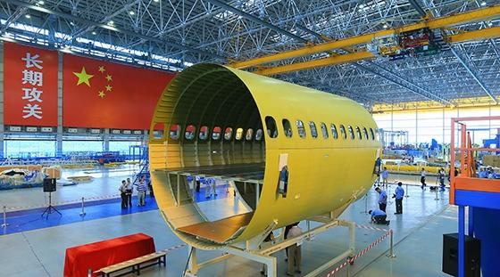 C919大型客机首架机前机身大部段在上海交付