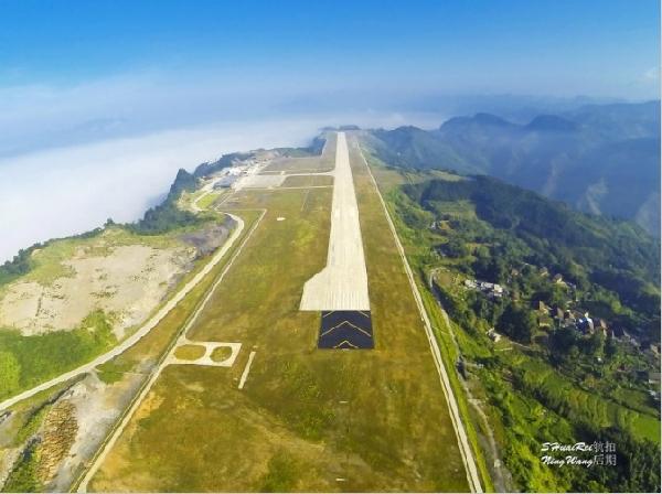 华夏航空首飞广西河池机场