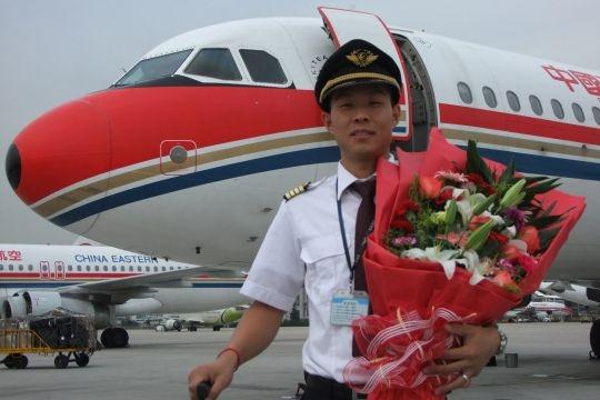 东航山东青岛85后机长夏方科成功单飞