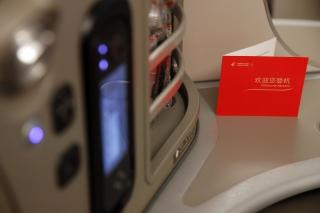 """2014年9月25日,东航接收777-300ER飞机,从这第一架777-300ER开始,东航机队将全面""""换新装""""。 (摄影:殷立勤)"""
