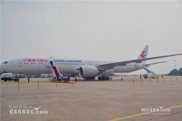 东航首架777-300ER抵沪 打开国际化运营新局面
