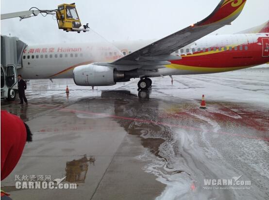 大雪降临 海航技术机务做好飞机除冰雪工作