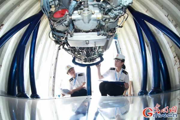 大批航空展品亮相第十届中国航展