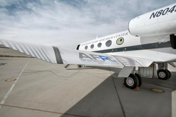NASA首次进行可变形机翼飞行测试