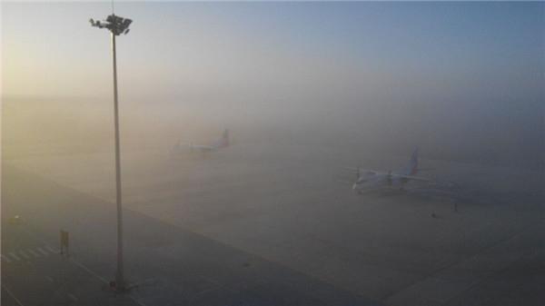 阿拉善遭遇大雾天气 机场部分航班延误