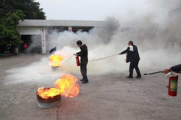 国航重庆开展消防应急疏散演练