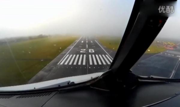 【實拍】客機濃霧天利用自動著陸系統完美降落