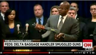 美航企员工用登机行李偷运大量枪支细节曝光