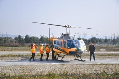 北川环卫工人免费坐直升机赏新城美景