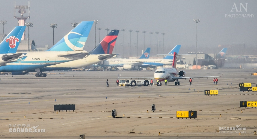亚洲�9b�9l#�+_2014年12月28日,注册号为b-938l的arj21-700飞机驾临北京首都国际机场