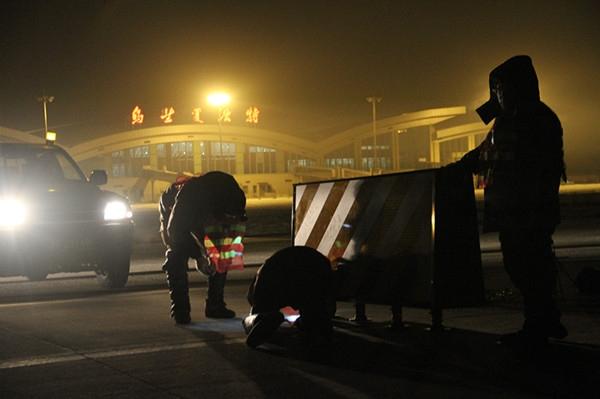 服役20年旧跑道退役 乌兰浩特机场新跑道投用