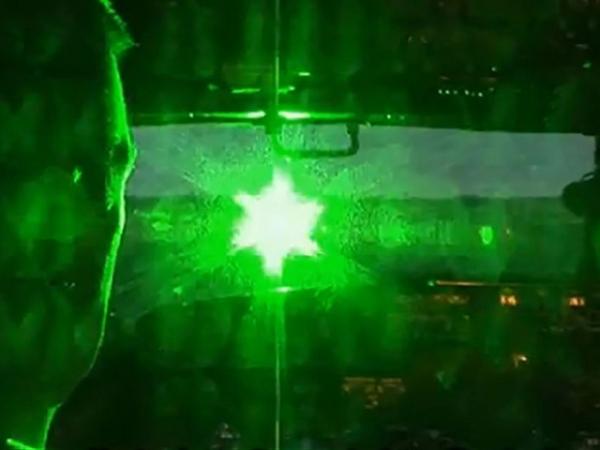 一夜间20架飞机遭激光照射 遍及美十余座机场