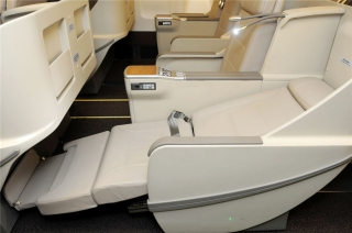 Shanghai Airlines' new 767-300 Business Class seat