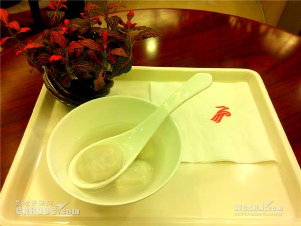 图:为高端旅客精心呈现元宵节传统美食——汤圆