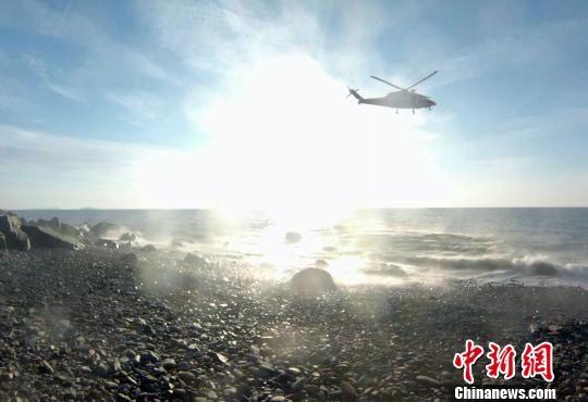 山東長島一男子墜崖 北海救助飛行隊空中救援