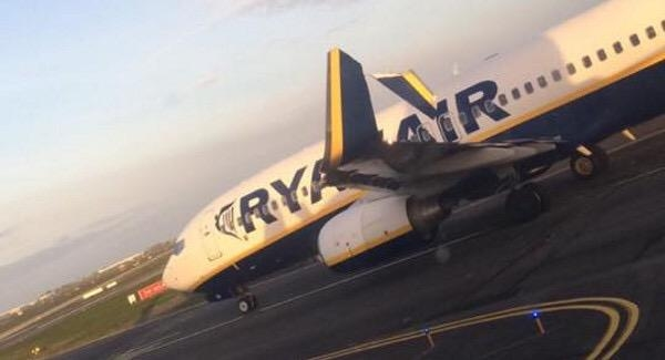 瑞安两客机发生擦碰 一架翼梢小翼被撞断