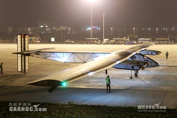 """世界最大太阳能飞机""""阳光动力2号""""夜抵南京"""