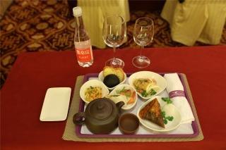 """""""第一届民航服务峰会""""嘉宾餐点全部为厦航机上航空餐。 (摄影:崔振涛)"""