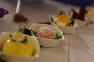 """""""第一届民航服务峰会""""嘉宾餐点全部为厦航机上航空餐,精美的餐食吸引了嘉宾们的目光。 (摄影:崔振涛)"""