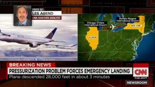 美国一客机3分钟陡降28000英尺并紧急降落
