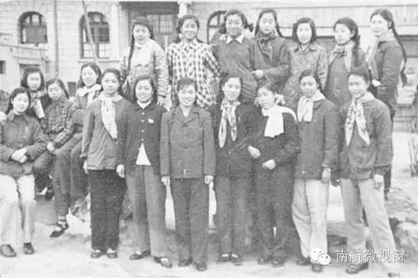 【老照片·老故事】新中国第一代空姐长啥样?