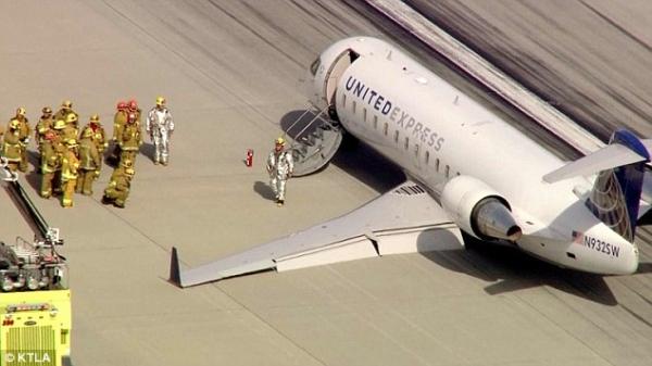 視頻:美國一客機起落架故障 驚險著陸
