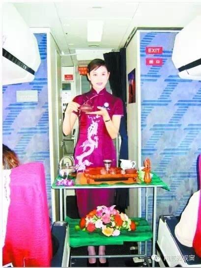 【老照片】空乘制服演变:90年代的红色旗袍