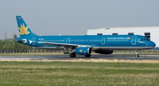 """越南航空公司VN-A322号AIRBUS A321-200型客机。民航图库图片,摄影:民航资源网网友""""lweight""""。浏览作者图库原帖《[原创]36L和18R ZBAA随拍【2015-4-25】》。"""