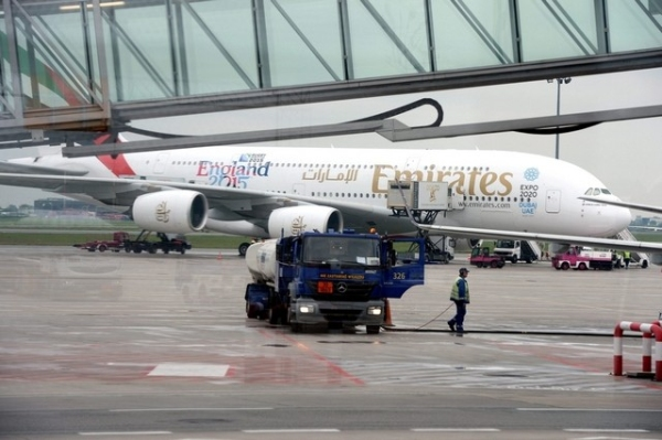 """阿联酋航空A380备降受伤 """"大胖""""跑道调头撞灯"""
