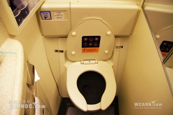 科普:飞机上的抽真空马桶到底有多危险?