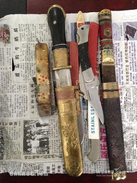 阿勒泰机场安检站查获大量刀具
