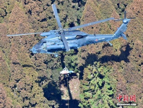 日本直升机未经许可横过跑道 险与客机相撞