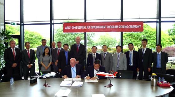 商飞与荷兰福克签署ARJ21首架公务机改装协议