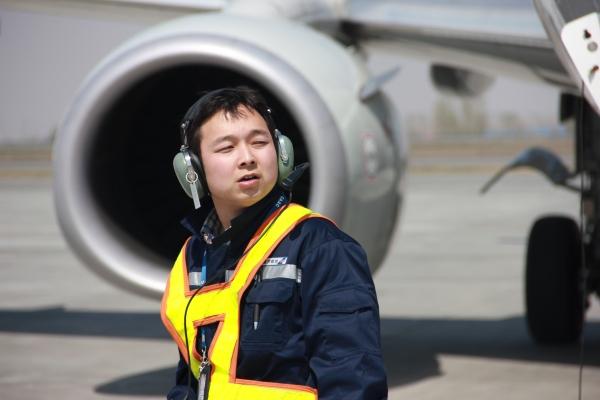 经常就利用课余时间到乌鲁木齐机场拍摄飞机照片