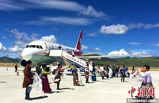 四川藏区康定、稻城机场四地同飞首航成功