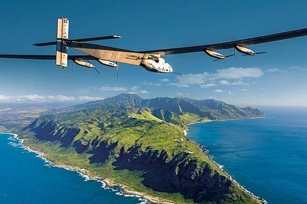 """""""阳光动力2号""""打破单人飞行时间最长世界纪录"""