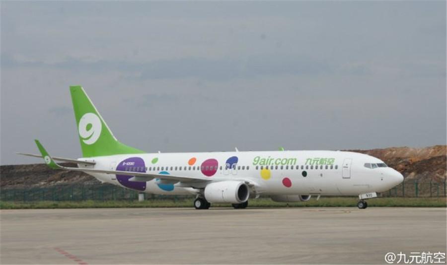 9air, petite compagnie low cost opérant uniquement des Boeing mono-couloirs par opposition à Juneyao qui n'a que des Airbus.