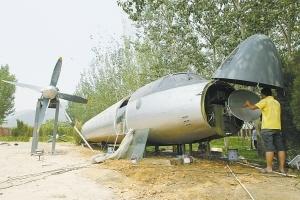 男子30萬收藏一架大飛機 只為圓兒時飛行夢