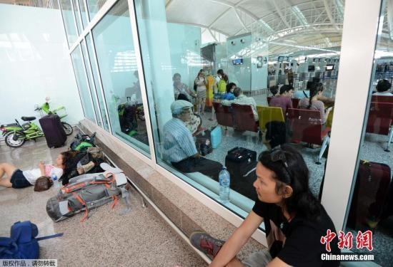 因印尼火山灰关闭两天 巴厘岛机场重新开放