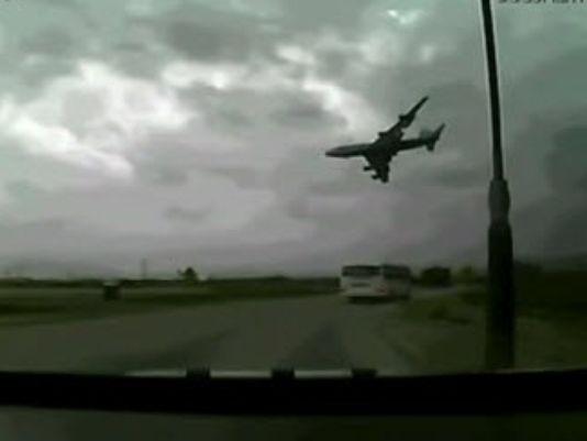 美一747貨機起飛即墜毀 所裝軍車砸壞關鍵部件