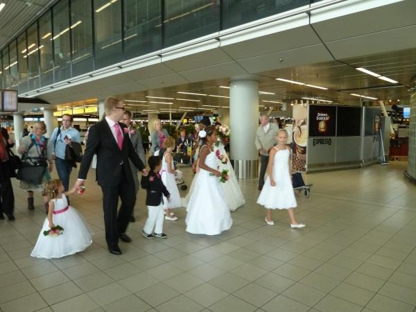 驻外手记之:机场内的婚礼