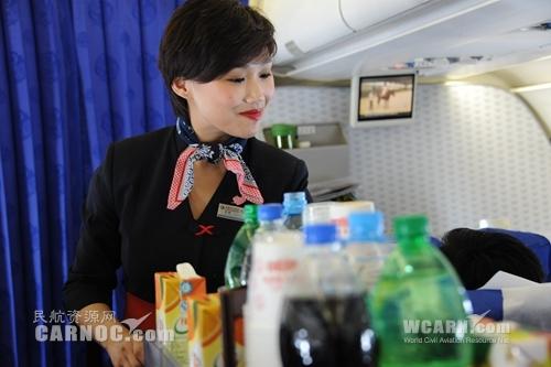 旺季中 东航甘肃130名空姐用实际行动履行职责